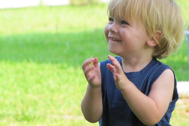 Fot. Pixabay / [url=https://pixabay.com/pl/szczęśliwy-dziecko-portret-chłopiec-49361/]Greyerbaby[/url] / [url=https://pixabay.com/pl/service/terms/#usage]CC0 Public Domain[/url]