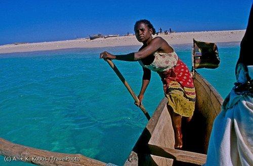 Kobieta z ludu Vezo na Madagaskarze. Podział ról jest tam konieczny, by społeczność morskich nomadów przetrwała. W naszym świecie onaleźć się we właściwej roli jest coraz trudniej.