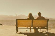 Fot. Pixabay / [url=https://pixabay.com/en/couple-romance-love-together-bench-336655/]Unsplash[/url] / [url=https://pixabay.com/en/service/terms/#usage]CC0 Public Domain[/url]