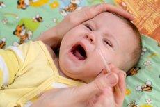 Trik ułatwiający podawaniem dzieciom leków podbija internet.