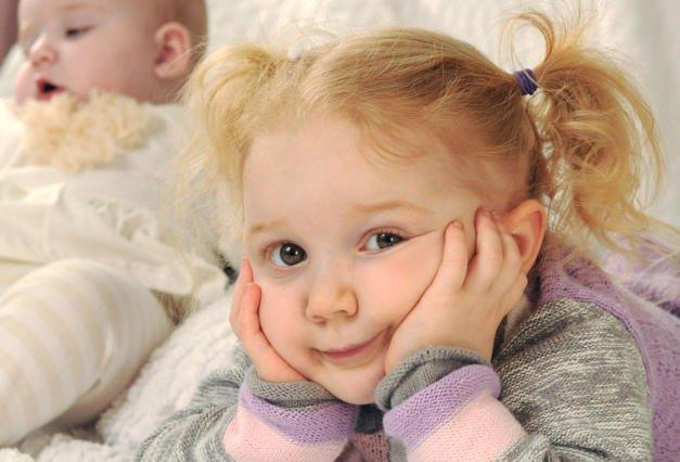 Dziecięca nuda może objawiać się na wiele różnych sposobów.