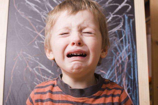 Każdy z nas szalał i bywał gniewnym maluchem, ale najczęściej zabraniano nam takich emocjonalnych manifestacji.
