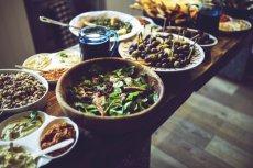 Fot. Pexels / [url=https://www.pexels.com/photo/lunch-table-salad-5876/]kaboompics.com[/url] / [url=https://www.pexels.com/photo-license/]CC0 License[/url]
