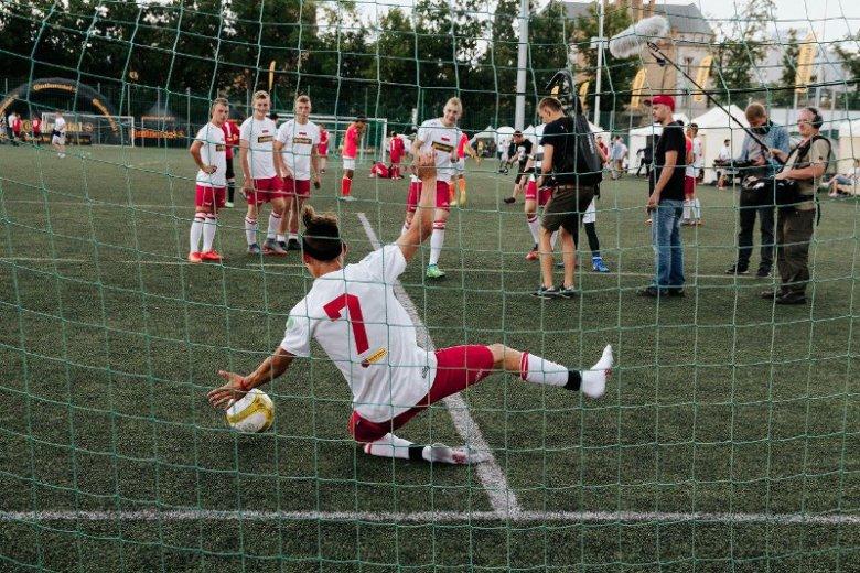 W biało-czerwonych barwach wystąpili najlepsi zawodnicy VIII Mistrzostw Polski Dzieci z Domów Dziecka, lokalnych rozgrywek, które odbyły się 29 kwietnia