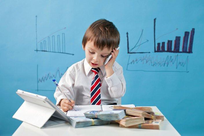 Wiele zabaw to gry strategiczne, dzięki którym dziecko uczy się planowania i podejmowania decyzji.