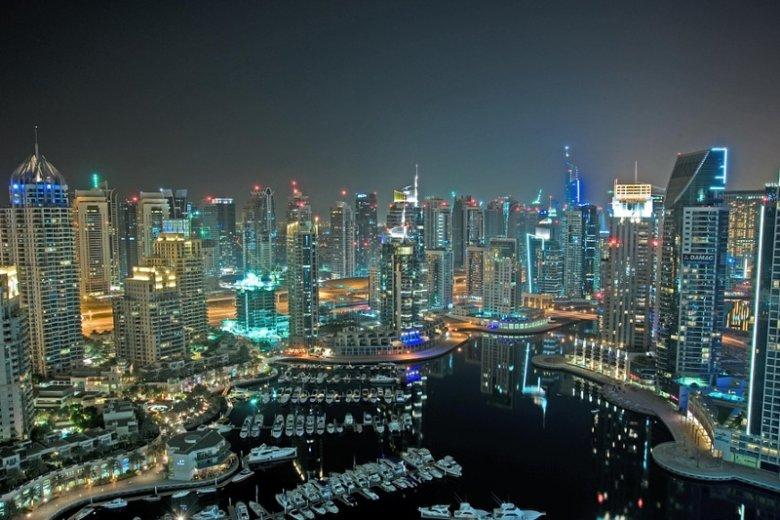 Przedstawiamy kilka ciekawostek związanych z historią, gospodarką oraz społeczeństwem Dubaju, najbardziej obleganego przez turystów miasta Zjednoczonych Emiratów Arabskich