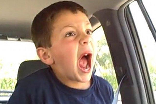 Troll Parenting, czyli rodzice wyśmiewają własne dzieci w internecie. Na zdjęciu kadr z filmiku David After Dentist zamieszczonego w serwisie YouTube.com