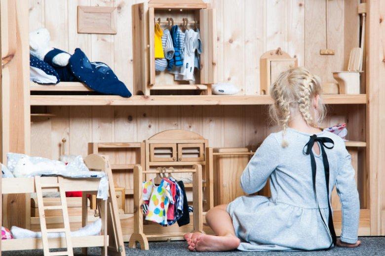 Swobodna przestrzeń do fantazjowania wpływa pozytywnie także na rozwój emocjonalny najmłodszych.