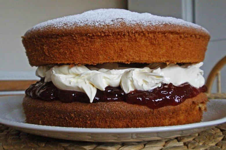 Jest skromna różnica pomiędzy zjedzeniem kawałka tortu a całym tortem. Kawałek jeszcze nikomu nie zaszkodził!