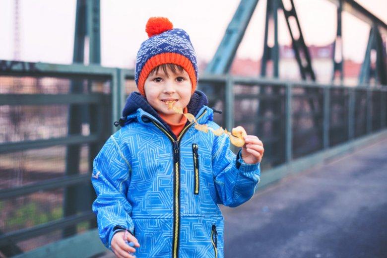 Fast foody + zima? Murowany przepis na wzrost wagi u dzieci, z których wielu już boryka się z nadwagą czy otyłością. Ten sprzyjający tyciu okres wykorzystajmy na zmianę nawyków żywieniowych swojej pociechy