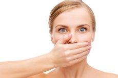 Warto sprawdzić czy cierpisz na halitozę fizjologiczną czy patologiczną. Pierwsza wynika z zaniedbania i niedodpowiedniej diety czy higieny. Druga ze schorzeń lub poważnych chorób