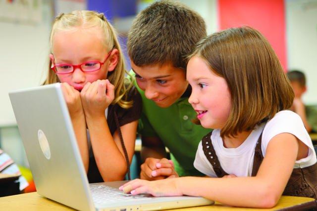 Właśnie powstały dwa nowe serwisy dla dzieci i młodzieży. Wikikids.pl i zoomla.pl, to świeży powiew w sieciowych zasobach dla najmłodszych.