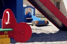 Chłopiec zaklinował się w tunelu na placu zabaw