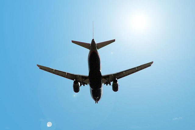 33-letnia Jemenka niespodziewanie urodziła dziecko na pokładzie samolotu lecącego do Nowego Jorku.