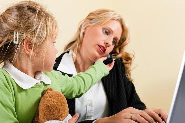 Samotną matką można być także wówczas, gdy kobieta żyje w stałym związku?