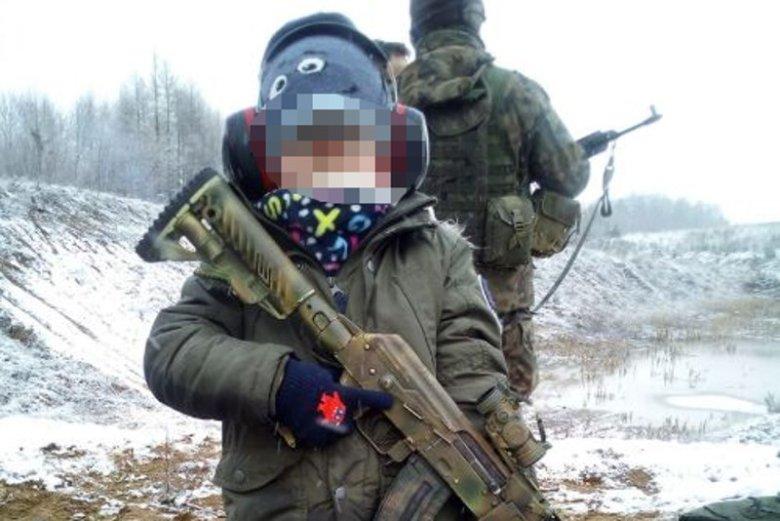 Czy zabawkowa broń w rękach dziecka jest niebezpieczna?
