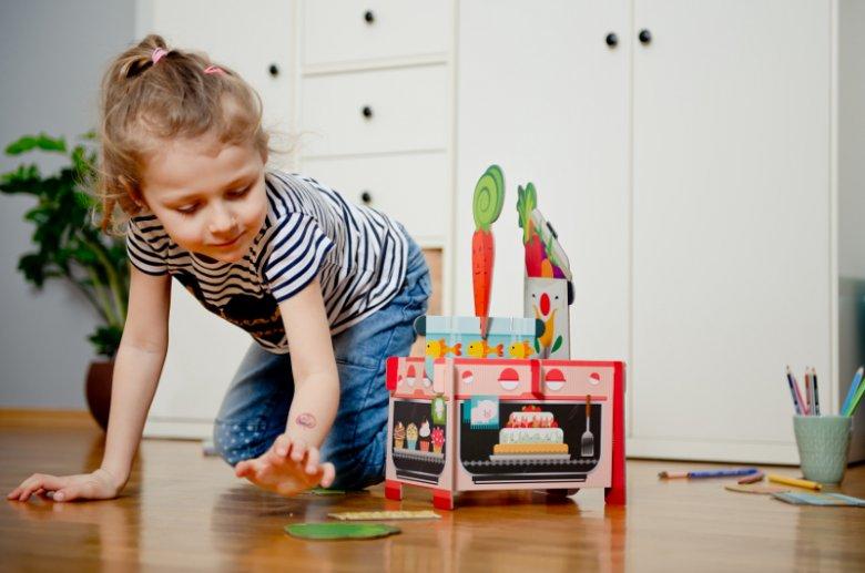 Układanie puzzli 3D rozwija zdolności manualne dziecka, pobudza jego wyobraźnię przestrzenną, ćwiczy spostrzegawczość oraz uczy cierpliwości