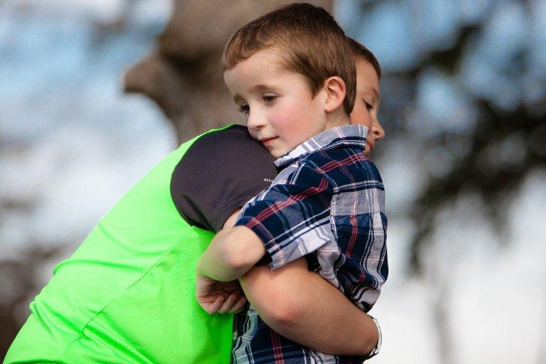 Faworyzowanie jednego z dzieci odbija się na psychice rodzeństwa