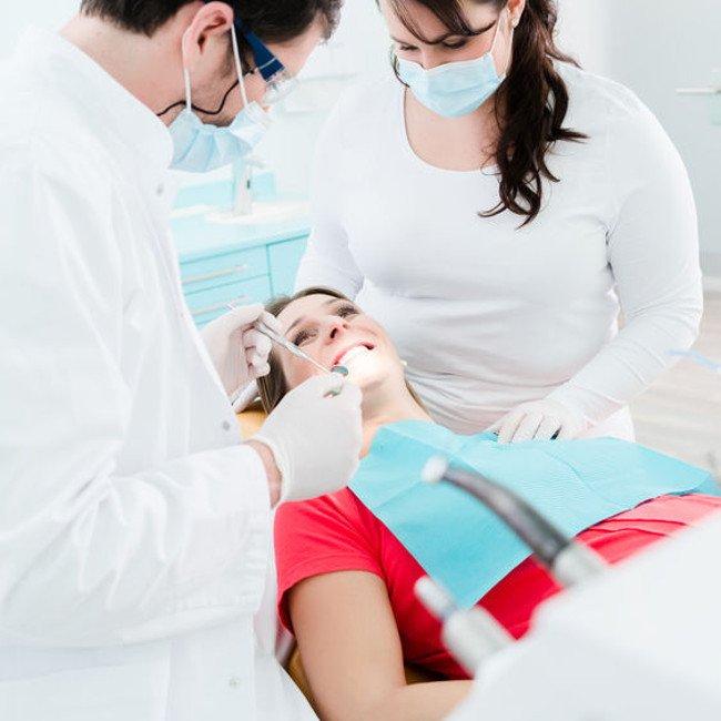 Leczenie kanałowe w ciąży. Po zrobieniu bezpiecznego RTG zęba w ciąży.