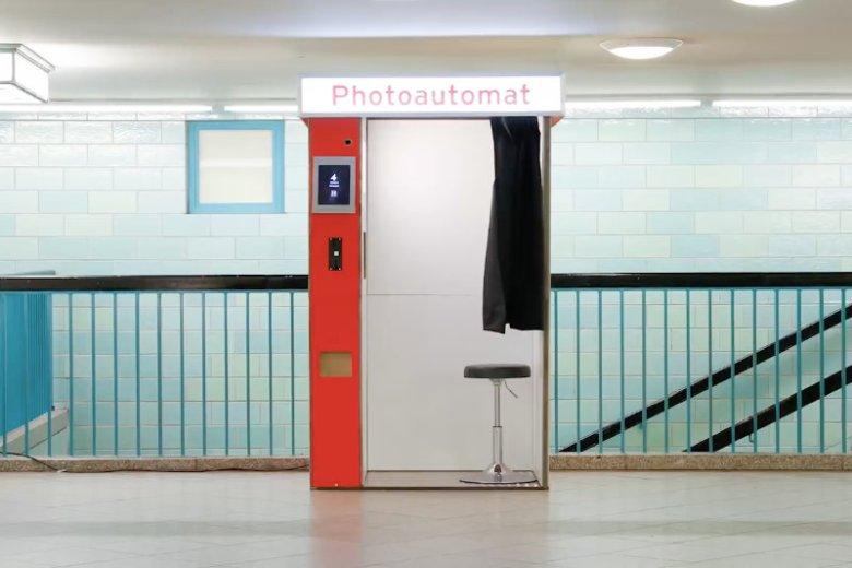 Fotobudki są bardzo popularne w Berlinie. Ta jest jednak absolutnie wyjątkowa.