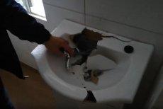 Wandale zdewastowali Dom Samotnej Matki w Koszalinie. Policja prosi o pomoc