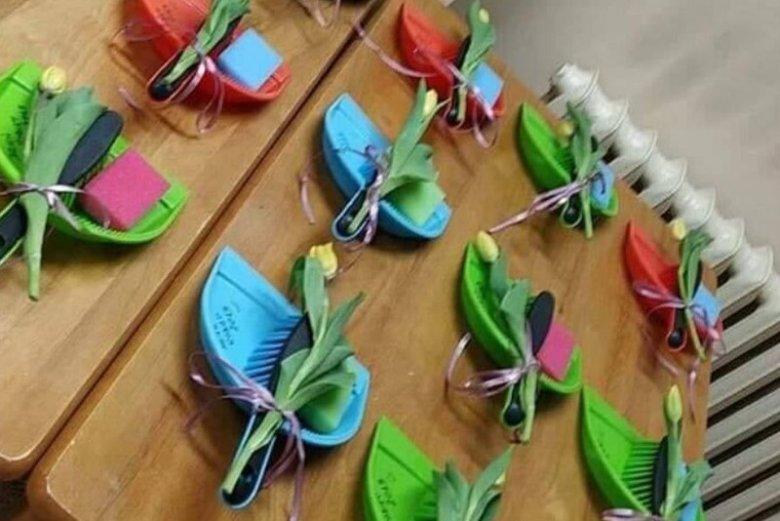 Na Dzień Kobiet dali dziewczynom w szkole nie tylko tulipany. Ten prezent to już przesada