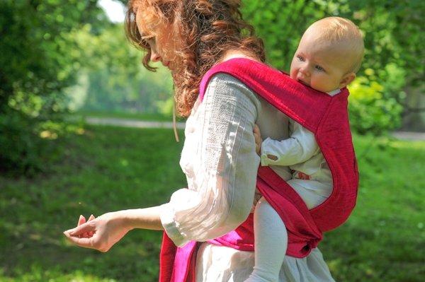 Nosidło typu MeiTai - szczególnie pomocne w noszeniu większych dzieci.