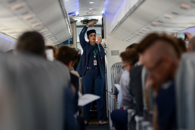 2-latka wpadła w histerię w samolocie. Sytuację uratowała stewardessa