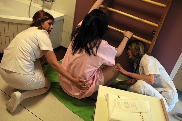 Około 70 proc. położnych pracujących na porodówce w Lubinie, wzięło zwolnienia lekarskie.