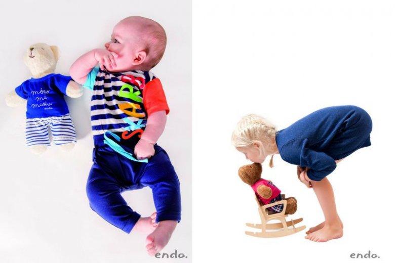 Przytulanka w kształcie misia przynosi korzyści zarówno małym, jak i starszym dzieciom. Na zdjęciach Miś Endo, symbol marki produkującej dziecięce ubranka z polskimi napisami