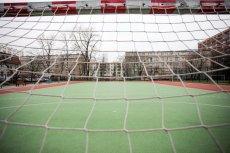 Toksyczne boiska - czarne granulki na Orlikach szkodliwe dla zdrowia dzieci