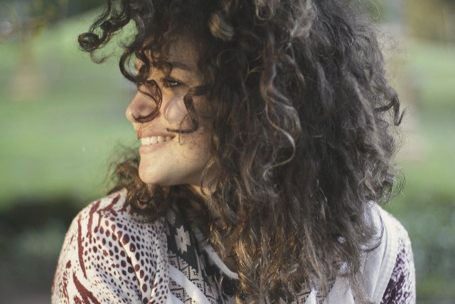 Fot. Pexels / [url=https://www.pexels.com/photo/girl-woman-curly-hair-27060/] unsplash.com [/url] / [url=https://www.pexels.com/photo-license/ ] CC0 License [/url]