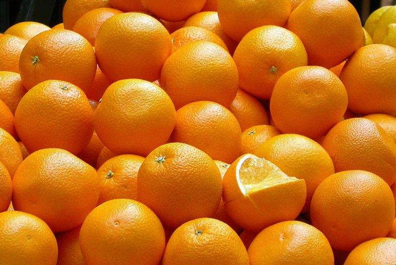 Pomarańcze zawierają witaminę C i kwas foliowy