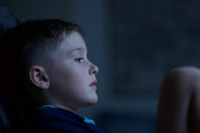 Twoje dziecko panicznie boi się ciemności? To może być nyktofobia