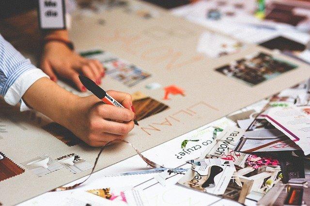 Fot. Pixabay/[url=https://pixabay.com/pl/r%C4%99ka-pi%C5%9Bmie-napisa%C4%87-pisze-papieru-791230/]kaboompics_com[/url] / [url=  http://pixabay.com/pl/service/terms/#download_terms]CC O[/url]