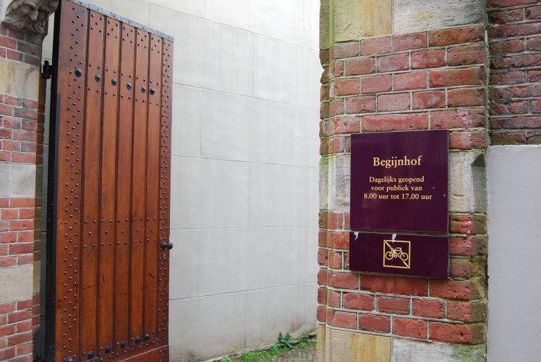 Wejście do Begijnhof w Amsterdamie, fot. Agata Szczotka-Sarna