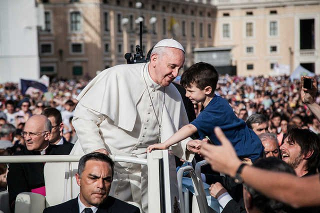 Papież ochrzcił dzieci i zachęcał matki do karmienia piersią