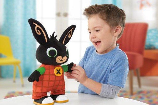 Przeglądając asortyment Fisher-Price, podpowiadamy, które zabawki warto sprezentować dziecku na Święta, aby był z nich pożytek nie tylko w zakresie samej frajdy