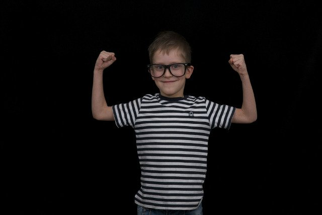 Fot. Pixabay / [url=https://pixabay.com/en/kid-boy-glasses-fun-joy-388527/]elementus[/url] / [url=https://pixabay.com/en/service/terms/#download_terms]CC0 Public Domain[/url]