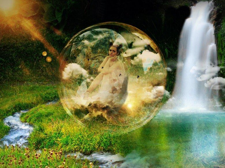 Fot. Pixabay/[url=https://pixabay.com/pl/dziewczyna-wodospad-fantasy-pi%C5%82ka-513772/]bonnybbx[/url] / [url=  http://pixabay.com/pl/service/terms/#download_terms]CC O[/url]