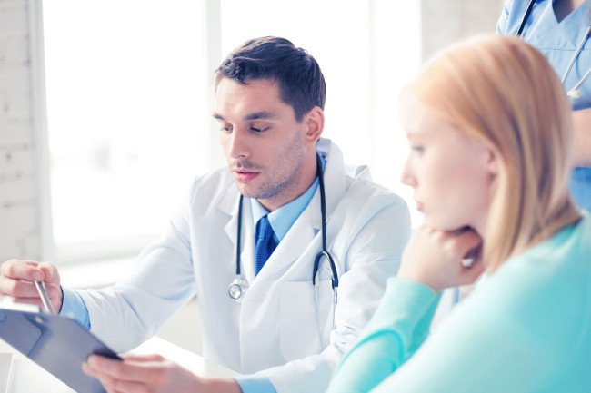Ginekolog i jego pacjent, wkładka wewnątrzmaciczna