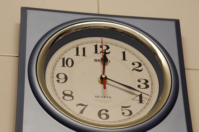 [url=http://pixabay.com/pl/programowalne-godziny-r%C4%99ce-czas-82455/]Pixabay[/url] / [url=http://pixabay.com/pl/service/terms/#download_terms]CC O[/url] Zawsze mów, ile czasu Cię nie będzie
