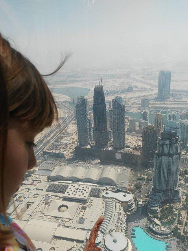 Widok ze 124 piętra Bujh Kalifa zapiera dech w piersiach.