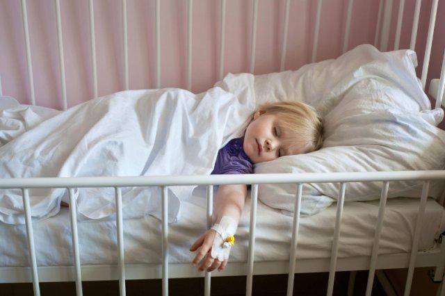 Niektóre wirusy potrafią być groźne dla najmłodszych dzieci.