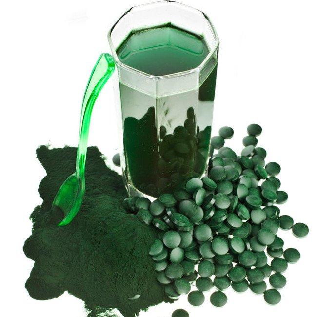 Alga spirulina w proszku i tabletkach