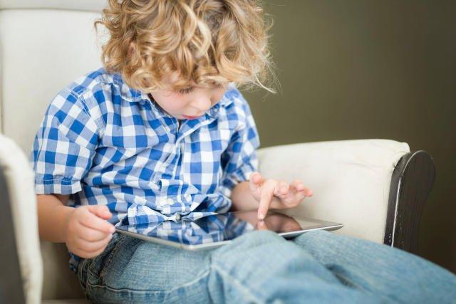 Tablety to obecnie jedne z najpopularniejszych zabawek. Dzieci wolą je od lalek czy klocków