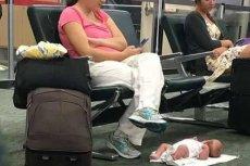 Zdjęcie zrobione ukradkiem przez pasażera na lotnisku.