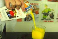 Jak nalewać sok lub mleko z kartonu? Prosty trik!