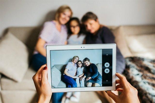 Lenovo Tab 4 10 Plus ma być tabletem dla dzieci, rodziców i dziadków.  Sprawdzamy, czy to możliwe