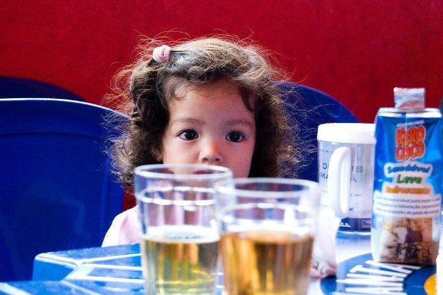 Czy picie alkoholu przy dzieciach ma wpływ na ich życie.